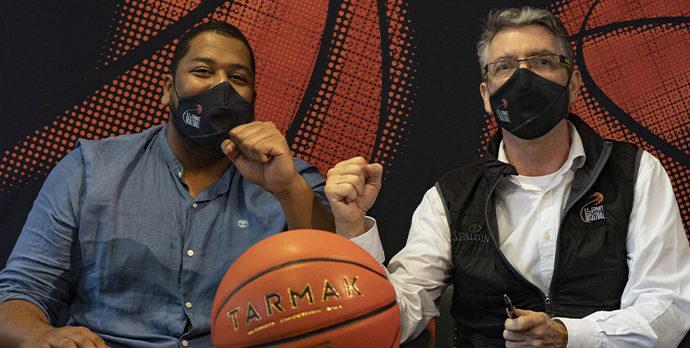 Marceau Durand, Préseident de la Ligue Ile de France de Basketball et Nabil Mazouz, Responsable du développement Tarmak en Île-de-France ont officialisé le partenariat entre les deux structures.
